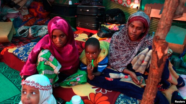A Muslim family camps at Ecole Liberte (Freedom School) in Bossangoa, north of the capital Bangui in the Central African Republic, Dec. 30, 2013.