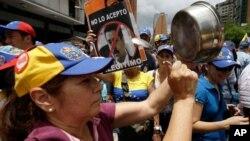 Simpatizantes de la oposición desfilan este 1ro. de mayo en Caracas contra el gobierno de Nicolás Maduro.
