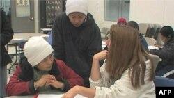 Göçmenlerin Topluma Uyum Sürecinde İlk Adım: Dil Öğrenmek