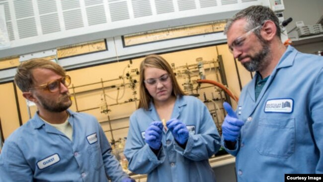 Members of the scientific research team at the Department of Energy's Lawrence Berkeley National Laboratory included (left to right) Peter Christensen, Kathryn Loeffler and Brett Helms. (Credit: Marilyn Chung/Berkeley Lab)