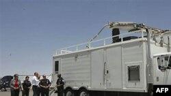 Президент Барак Обама и министр национальной безопасности Джанет Наполитано инспектируют государственную границу в Техасе.