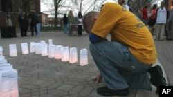 来自密尔沃基的迈克尔特在为星期一维吉尼亚理工大学枪击案的受害者祈祷