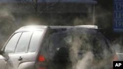 汽車排放的尾氣是環保污染來源之一(資料照)