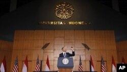 Rais Barack Obama akitoa hotuma katika chuo kikuu cha Indonesia mjini Jakatra hapo Novemba, 10 2010.