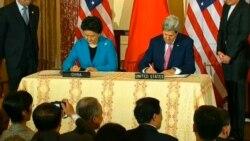美國國務卿克里與中國國務院副總理劉延東簽署備忘錄(美國之音視頻截圖)
