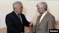 Qozog'iston Tashqi ishlar vaziri Erlan Idrisov, Eron Xavfsizlik kengashi bosh kotibi Said Jaliliy Almatida fevral oyidagi yig'inda.