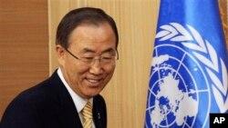 방한 중인 반기문 유엔 사무총장이 26일 한국 외교부의 기자회견장에서 도착했다.