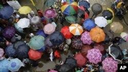 Cư dân Marikina, đông Manila, bị ảnh hưởng bão Kai-Tak (ảnh tư liệu)