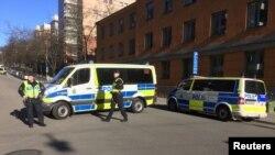 Polisi berjaga di jalanan kota Stockholm, Swedia (Foto: dok).