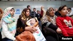Des réfugiés syriens attendent dans une clinique da,s le camp Al Zaatari en Jordanie, le 3 décembre 2016.