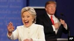 Bà Hillary Clinton và ứng viên Donald Trump tại cuộc tranh luận hôm 19/10.