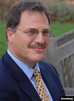 世界知名民主理论学者拉里·戴蒙德(图片来自斯坦福大学网页)