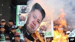 북한 김정일 사망 2주기였던 17일 서울에서 북한 김정은 정권에 반대하는 시위가 열렸다..