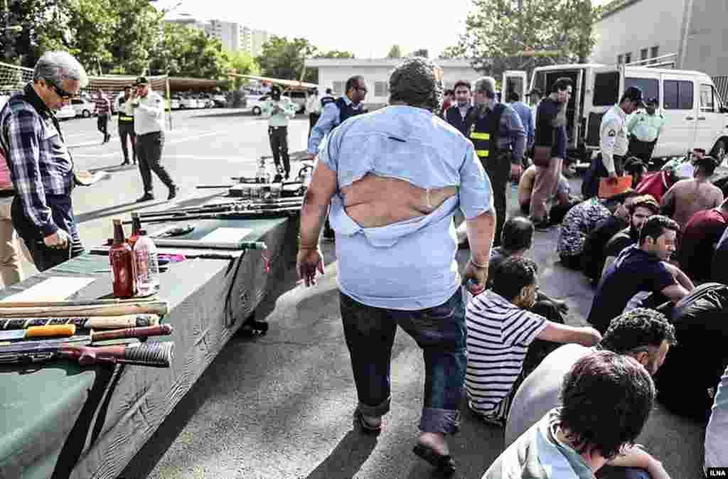 پلیس تهران دوباره از طرح سراسری دستگیری «اراذل و اوباش و مزاحمین محلات» خبر داده است. عکس: کیانوش محبیان
