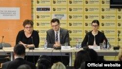 Predstavnici CRTA-e, Tamara Skroza (levo) i Raša Nedeljkov. (Foto: Medijacentar Beograd)