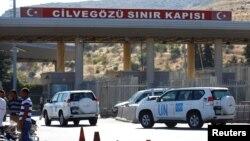 خودروهای سازمان ملل در مرز ترکیه و سوریه