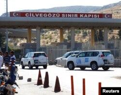 U.N. vehicles enter Syria from Turkey at Cilvegozu border gate, located opposite the Syrian commercial crossing point Bab al-Hawa in Reyhanli, Hatay province, Turkey, Sept. 16, 2016.
