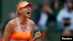 Maria Sharapova maju ke final Perancis Terbuka untuk ketiga kali berturut-turut, dan menjadi juara di Roland Garros tahun 2012 lalu (foto: dok).