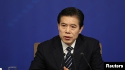 中国商务部部长钟山2018年3月11日出席记者会。