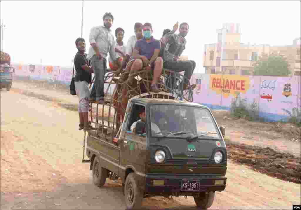 کراچی: عید میں آخری روز رہ جانے پر بھی شہری جانور خریدکر گھروں کو لےجارہے ہیں