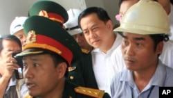 Pebisnis Phan Van Anh Vu (tengah) terlihat di sebuah acara lokal di kota pesisir Vietnam tengah, Da Nang, 29 April 2016. (Foto: dok).