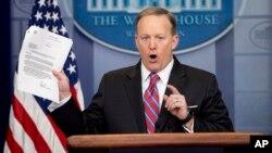 Juru bicara Gedung Putih Sean Spicer (foto: dok).