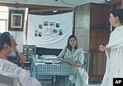 安妮·雷纳德在东南亚,她为垃圾走四方