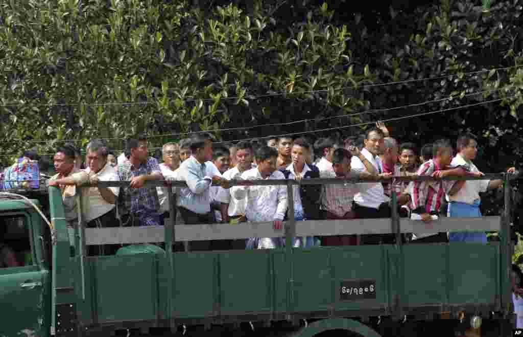 Myanmar prisoners were released from Insein prison, Yangon, Myanmar, Oct. 7, 2014.