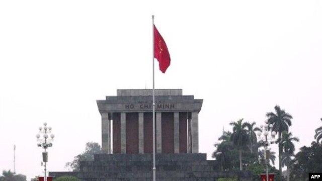 Phía trước lăng Hồ Chí Minh, Hà Nội