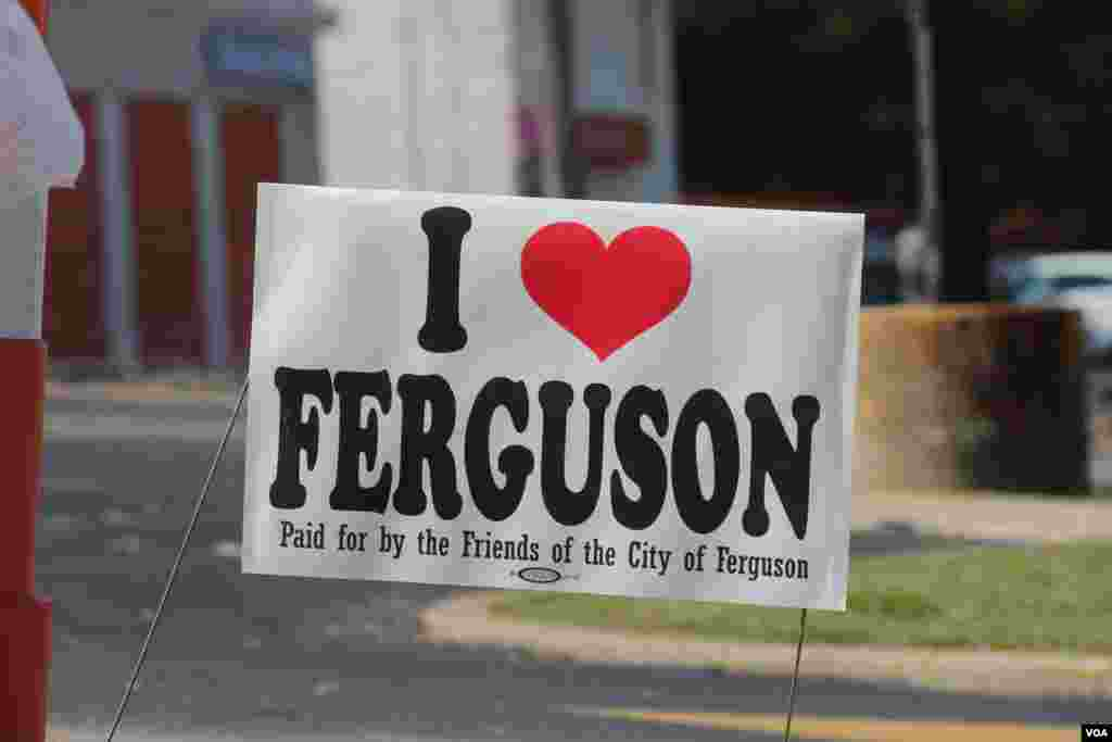 A lawn sign shows support for the town of Ferguson, Missouri after teenager Michael Brown was shot and killed by a police officer, Ferguson, Missouri, Aug. 24, 2014. (Gesell Tobias, VOA)