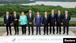 일본 이세시마에서 열린 G7 정상회의에 참석한 주요 7개국 정상들이 26일 단체사진을 촬영하고 있다.