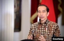 Presiden Jokowi dalam telekonferensi pers di Istana Merdeka, Jakarta, Senin (30/8) tetap melanjutkan kebijakan PPKM per level hingga 6 September meskipun situasi pandemi COVID-19 diklaim membaik (Biro Setpres)