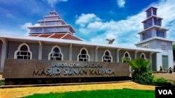 Laboratorium agama Masjid UIN Sunan Kalijaga, Yogyakarta. (VOA/Nurhadi)