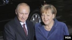 """Para diplomat AS menjuluki PM Rusia Vladimir Putin """"Anjing Alpha,"""" dan Kanselir Jerman Angela Merkel disebut """"Teflon Merkel."""""""