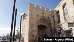 Gerbang Haifa, salah satu pintu masuk utama ke kota tua Yerusalem Barat. (Foto: dok).
