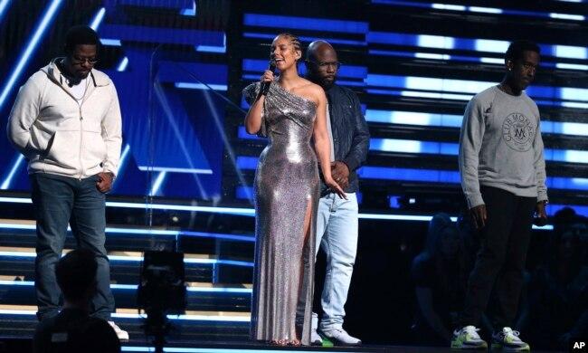 مراسم اهدای جوایز موسیقی گرمی در شهر لس آنجلس تحت تاثیر مرگ کوبی برایانت قرار گرفت. آلیشا کیز مجری این مراسم، برنامه را با یاد کوبی و آهنگی به یاد او آغاز کرد.