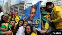 巴西總統競選中領先的候選人博爾索納羅(Jair Bolsonaro)支持者10月21日為其造勢。
