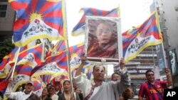 3月10日是西藏反抗北京统治而举行的拉萨起义56周年。台湾的藏人和支持者在台北举行游行。