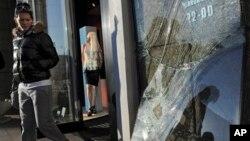 18일 러시아 첼랴빈스크에서 최근 운석 피해로 깨진 가게의 창문.