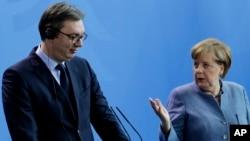 Dvoje zvaničnika su zajednički dogovorili da zbog situacije sa korona virusom razgovaraju preko konferencijskog poziva (Foto: AP/Markus Schreiber)