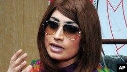 巴基斯坦模特兼网红卡迪尔·巴洛赫在记者会上(2016年6月28日)