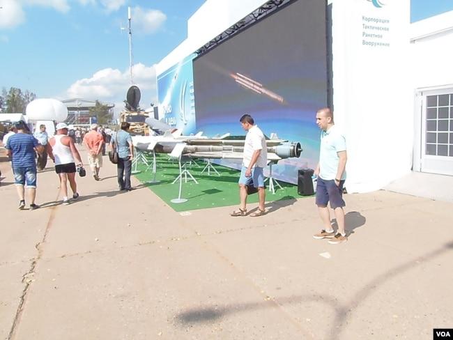 2014年莫斯科郊外一個俄羅斯武器展覽上展出的各種導彈。