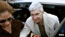 Luis Posada Carriles, aktivis anti Kuba (foto: dok). Kuba mengaitkan 4 warga AS yang ditahan dengan Carriles.