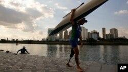 Vander Lima du Brésil, athlète des Jeux paralympiques de Sao Paulo, 1er juillet 2016.