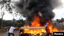 Des émeutes lors de l'investiture du président Juan Orlando Hernandez après sa re-élection à Tegucigalpa le 27 janv. 2018.