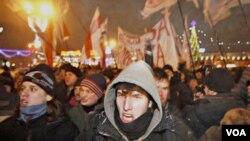 Demonstran turun ke jalan-jalan di ibukota Minsk, 19 Desember 2010.