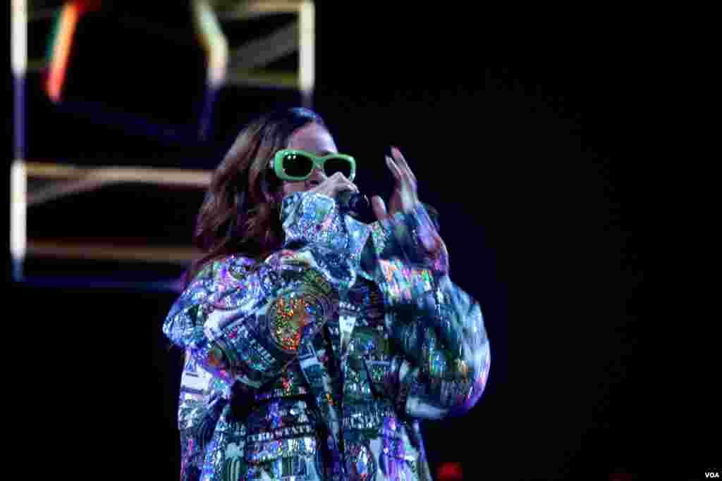 Rihanna puso a bailar y vibrar a su público en la capital de EE.UU.