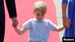 پرنس جرج، فرزند شاهزاده ویلیام نوه ملکه بریتانیا است.