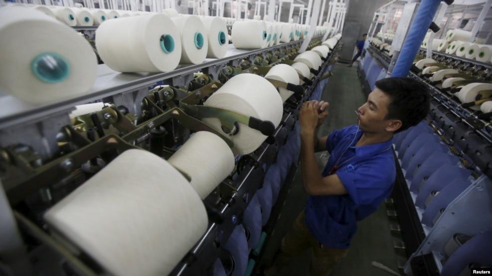 Công nhân làm việc trong một nhà máy ở tỉnh Hà Nam. (Hình tư liệu)