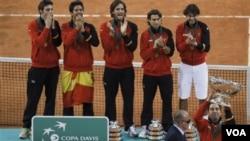 Tim tenis Spanyol kembali menjuarai Piala Davis tahun 2011 setelah mengalahkan tim Argentina 3-1 dalam pertandingan final di Sevilla (5/12).